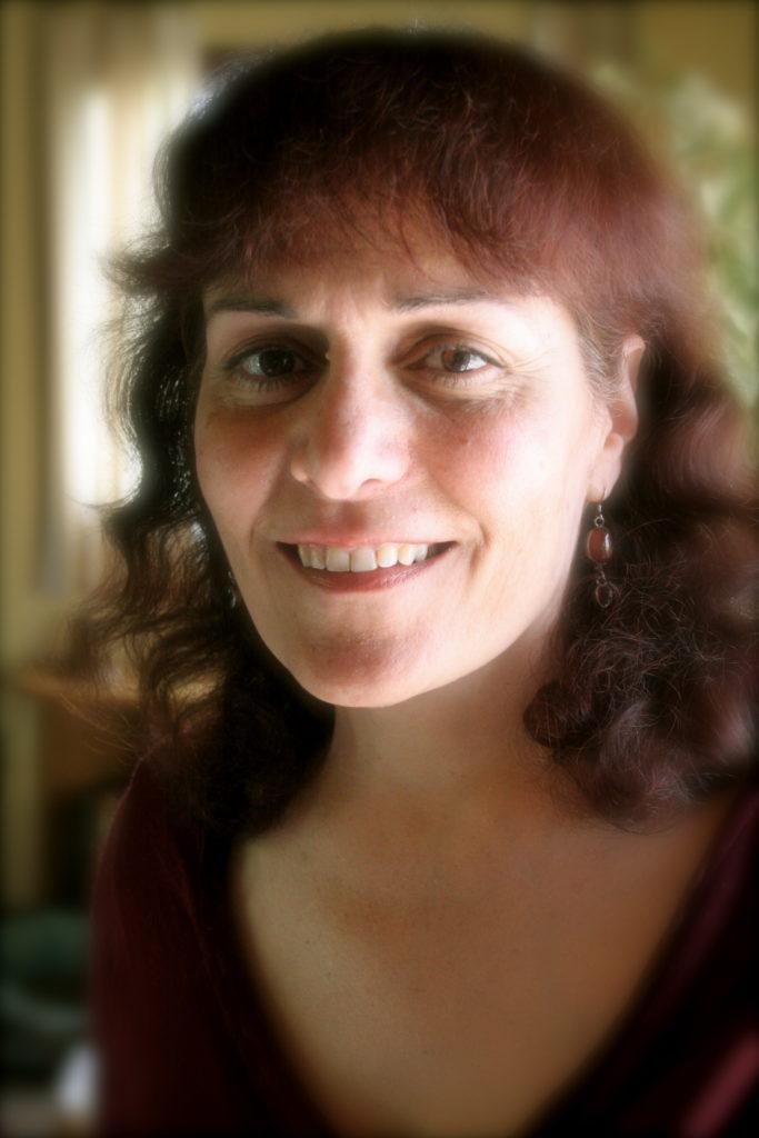 """Maayan Ben Arie ist holistische Chiropraktikerin und leitet Kurse zum Thema """"heilende Geschichten"""". """"Der Fuchs"""" ist eine ihrer heilenden Geschichten aus dem Buch """"Ein riesiges Zimmer öffnet sich – heilende Geschichten""""."""