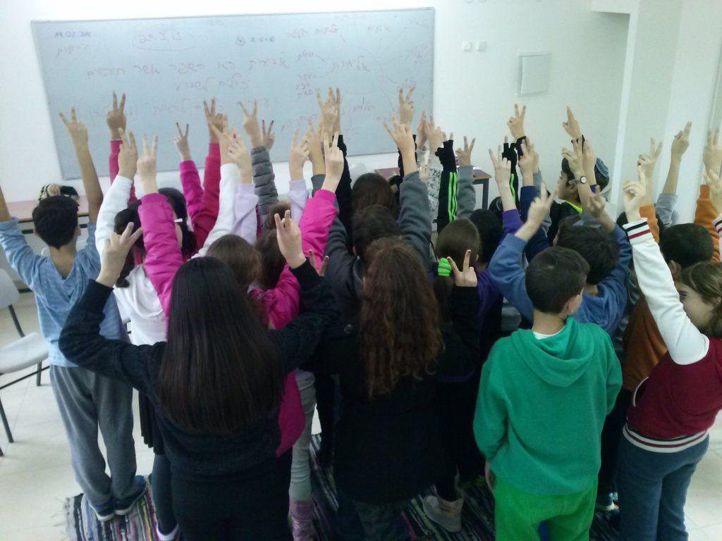 """Jennifer Bayer über die NGO """"Matzmichm"""", einer Initiative gegen Gewalt in Schulen"""