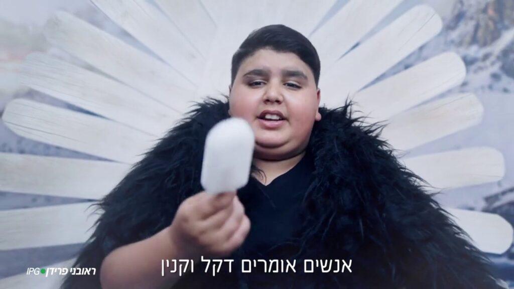 Der junge Sänger Dekel Vaknin hat sich seit der Corona-Krise in die Herzen der Israelis gesungen. von Benjamin Rosendahl