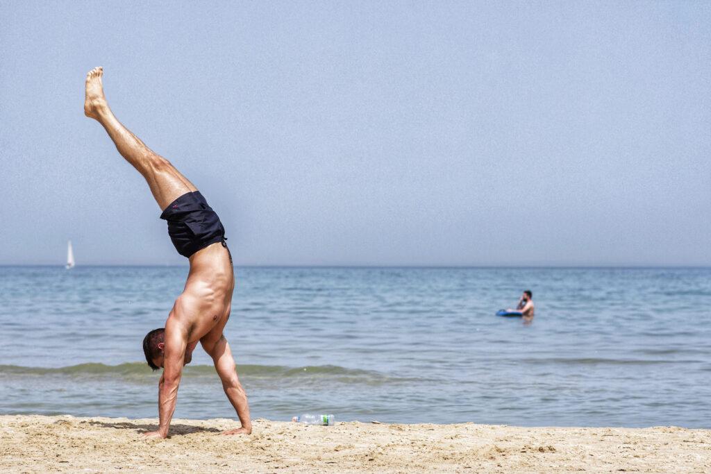 Dan Lazar, Handstand