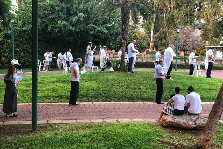 Minjan im Park, Beten im Freien